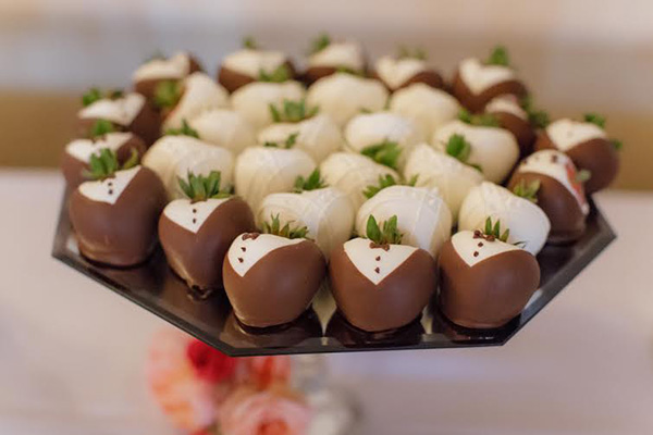 how to make bride and groom chocolate covered strawberries