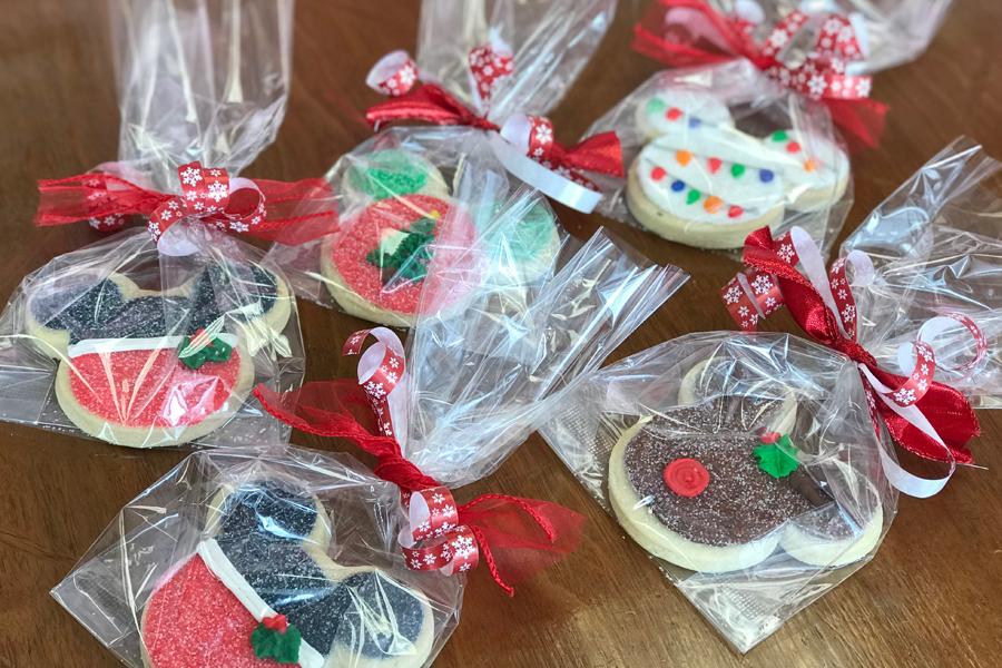 DecoratedButterCookies-ChristmasMickey