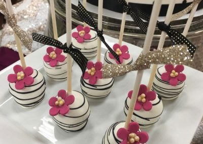 Kate-Spade-Black-White-Pink-Flower-Cake-Pops
